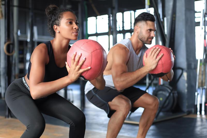 Stoffwechsel anregen und Fett verbrennen mit Medizinballwurf als HIT Training