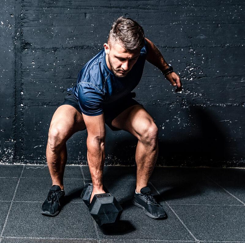 Muskulatur Stärken durch Reißen mit der Kurzhantel