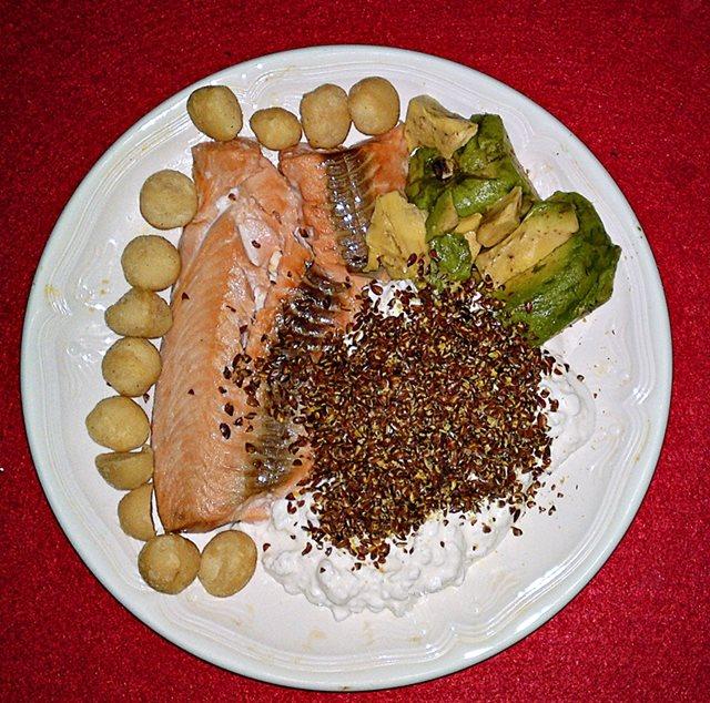 Lachsteller auf Low-Carb Basis mit viel Protein
