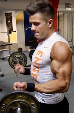Edgar beim Training zum Muskelaufbau