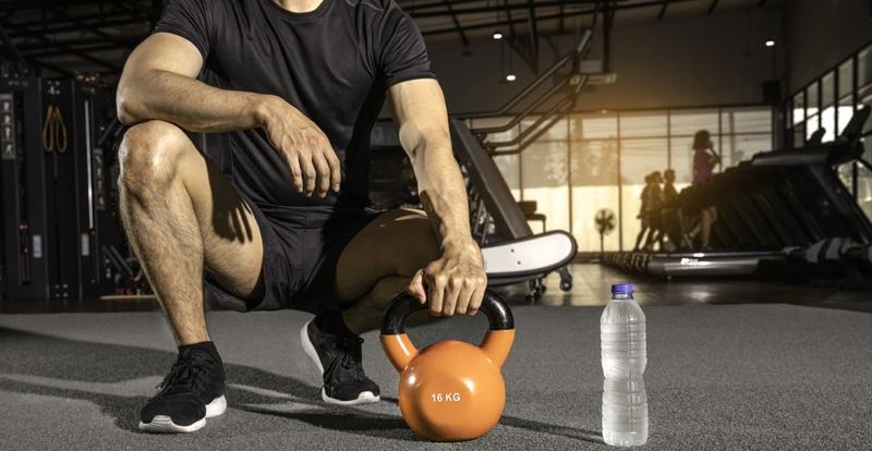 Kettlebell im Fitnessstudio
