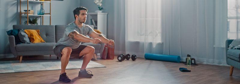 Kniebeugen sind Grundübungen für die Beine und gesamte Rumpfmuskulatur