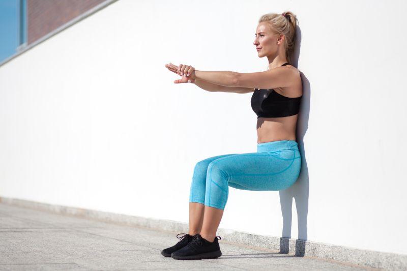 Wandsitzen trainiert die Beinmuskulatur auf isomatrischer Art