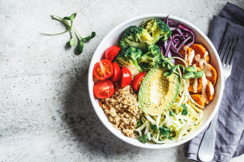Quinoa leckere Zutat in einer Buddha Bowl für Veganer