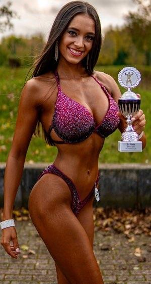 Emilie Mann Bikini Athletin Team Sportnahrung Engel