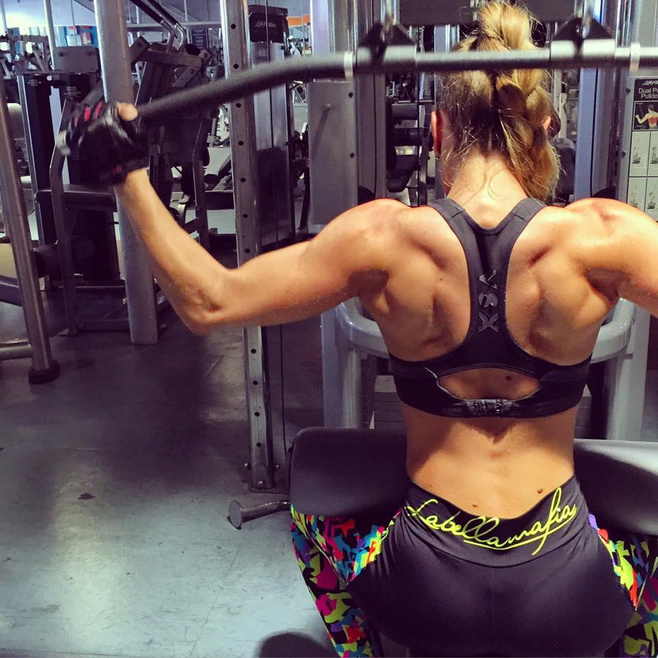 Jessica Da Costa beim Rückentraining