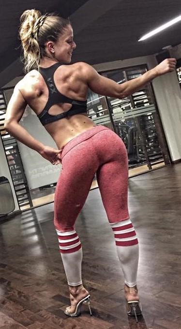 Posing mit Bikini-Athletin Jessica