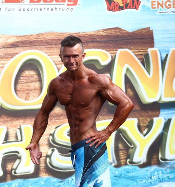 Mens Physique Athlet Andre Conrad auf der Cologne Beach Style in Köln