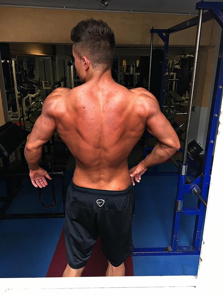 Rücken Posing aus der Physiquklasse von Edgar Kisler