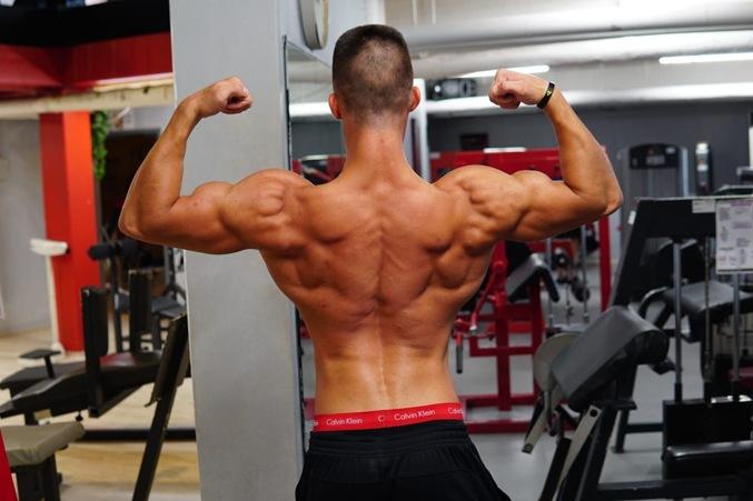 Joshua Danielewski Posing beim Training