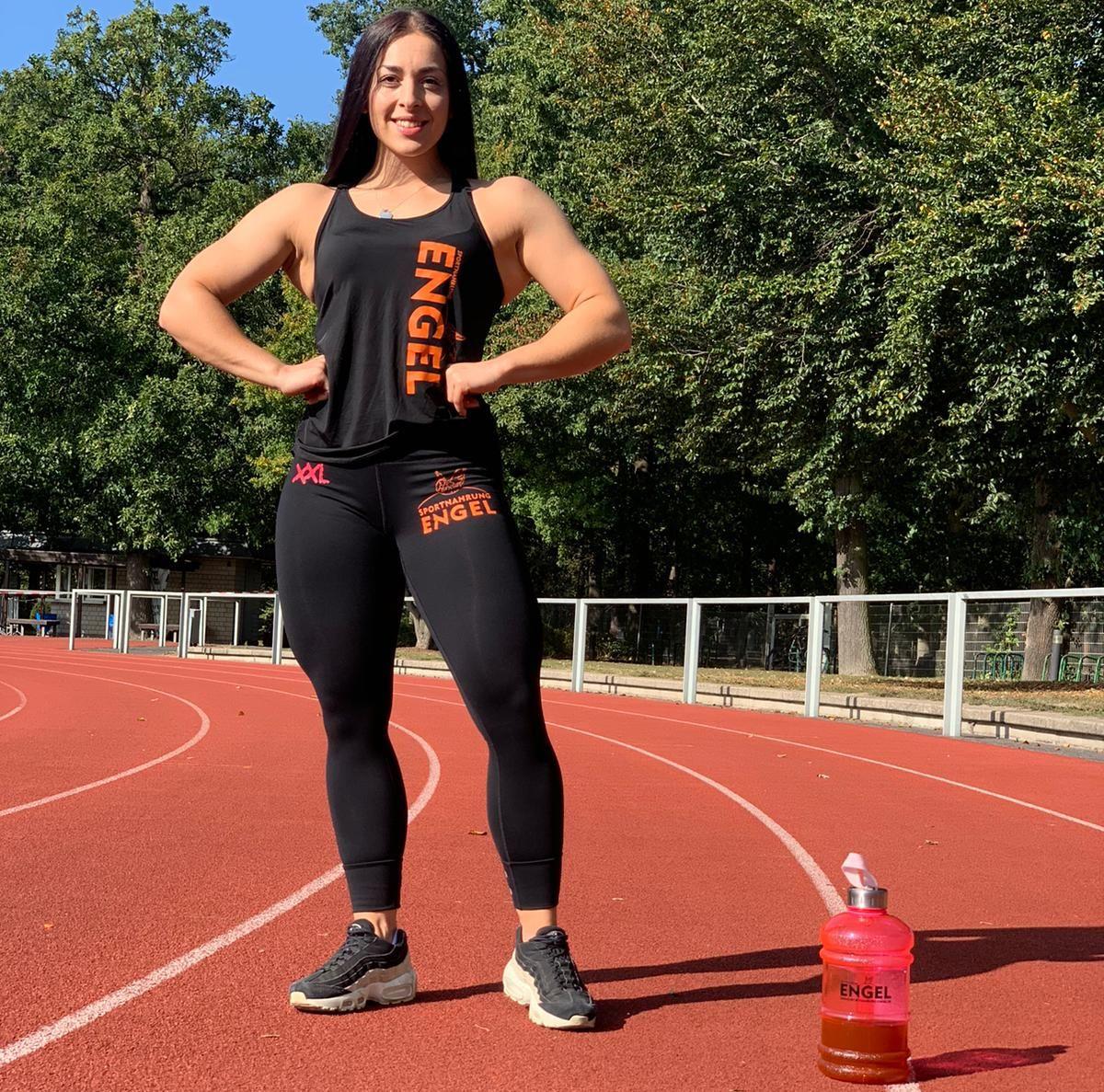 Figur Athletin Lisa Hillebrand posing auf Laufbahn
