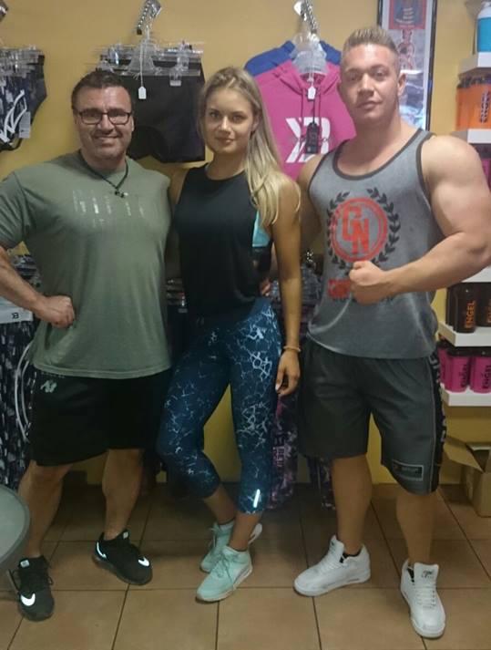 Nicole mit Sportnahrung-Engel Coach Uwe Hemmer und Bodybuilder Philipp Schmitz