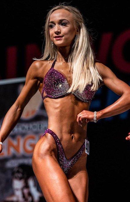 Valerie Pohl Bikini Fitness Athletin und Mitarbeiterin von Sportnahrung Engel